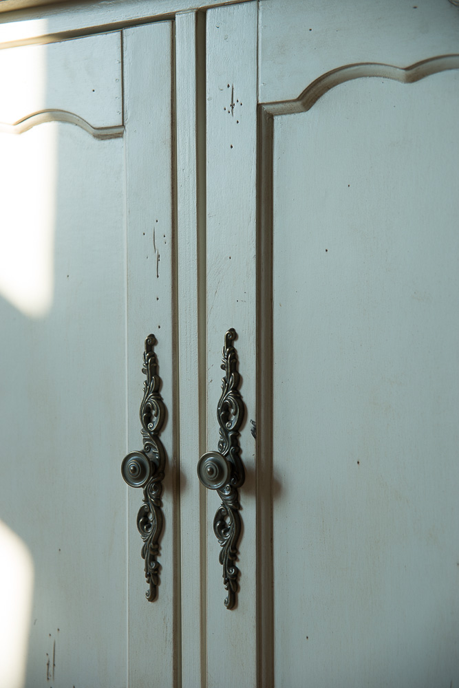 Буфет с дверками ST9326